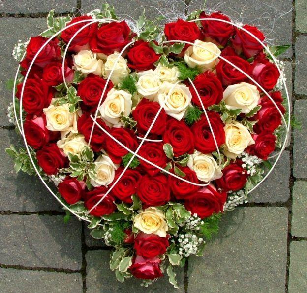 ... Katalog » Trauer » Trauergestecke » Trauerherz mit Rosen rot/weiß